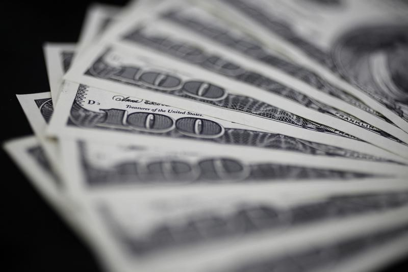 Dollar pinned down by lower