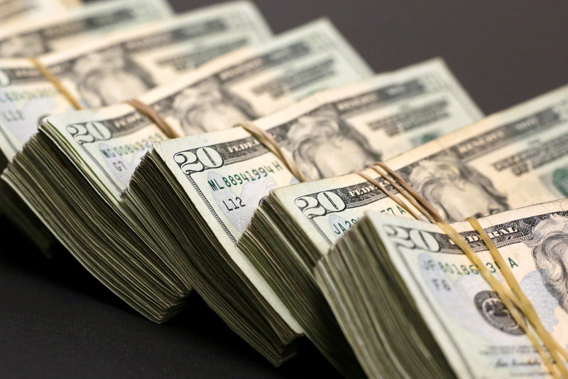 Dollar Falls in Payrolls Wake