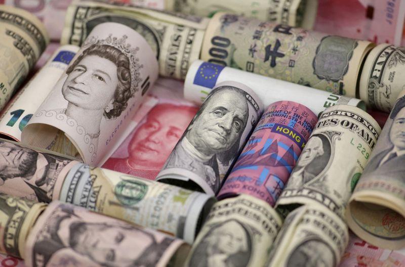Dollar drifts as traders cast gaze toward FOMC
