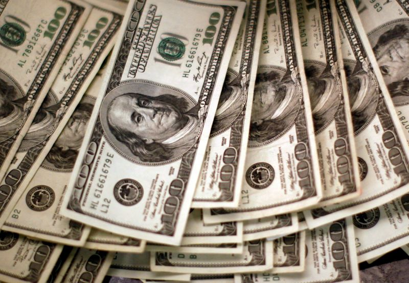 Dollar in chaos as traders ponder