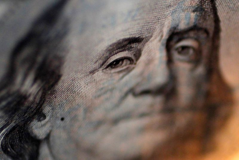 Dollar stays firm as traders look to US