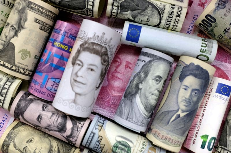 Forex Signals - Dollar bides time ahead of ECB