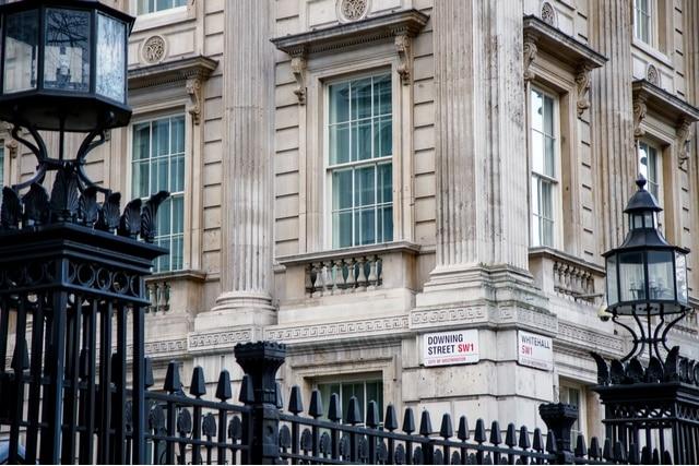 Forex Signals - Pound to US Dollar Exchange Struggle
